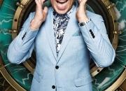 Simon Gross in light blue jacket 3